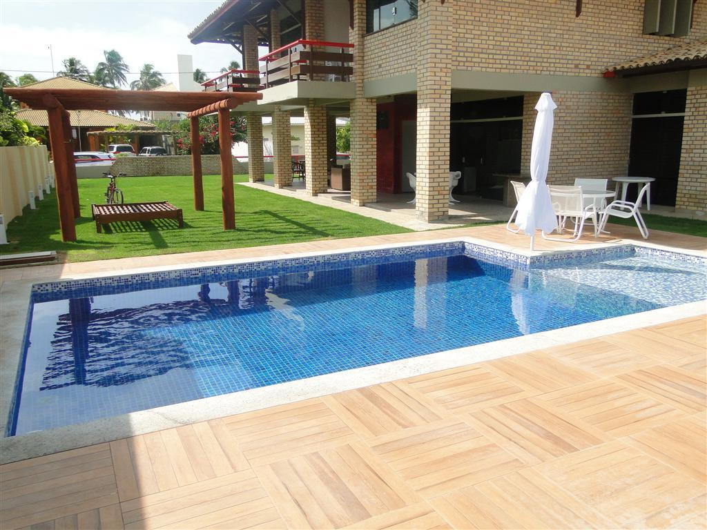 Casa Ampla - 4 Suites com ar e tv - Piscina - Espaço Gourmet a 50 metros do mar
