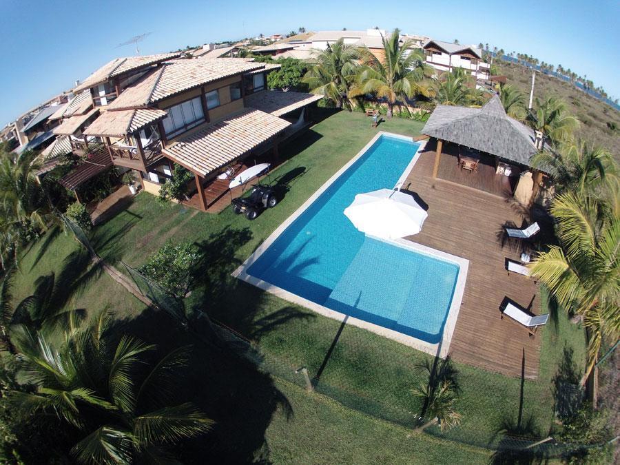 Guarajuba - Casa 4/4 - 02 Lotes - 2600m² - Piscina com Raia - Espaço gourmet