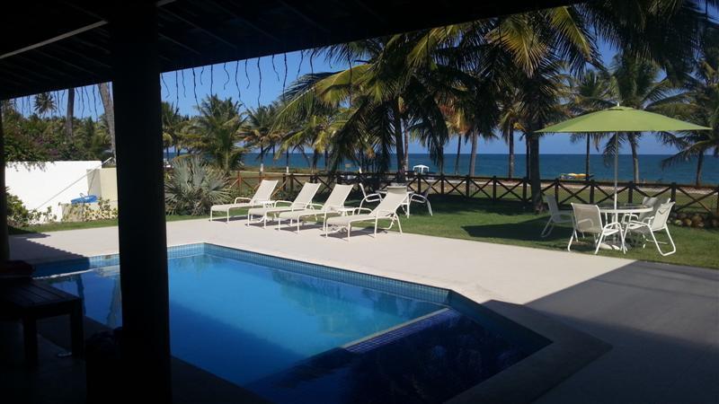 Guarajuba Frente mar - Pé na areia - 6 suites com ar e piscina - Excelente localização