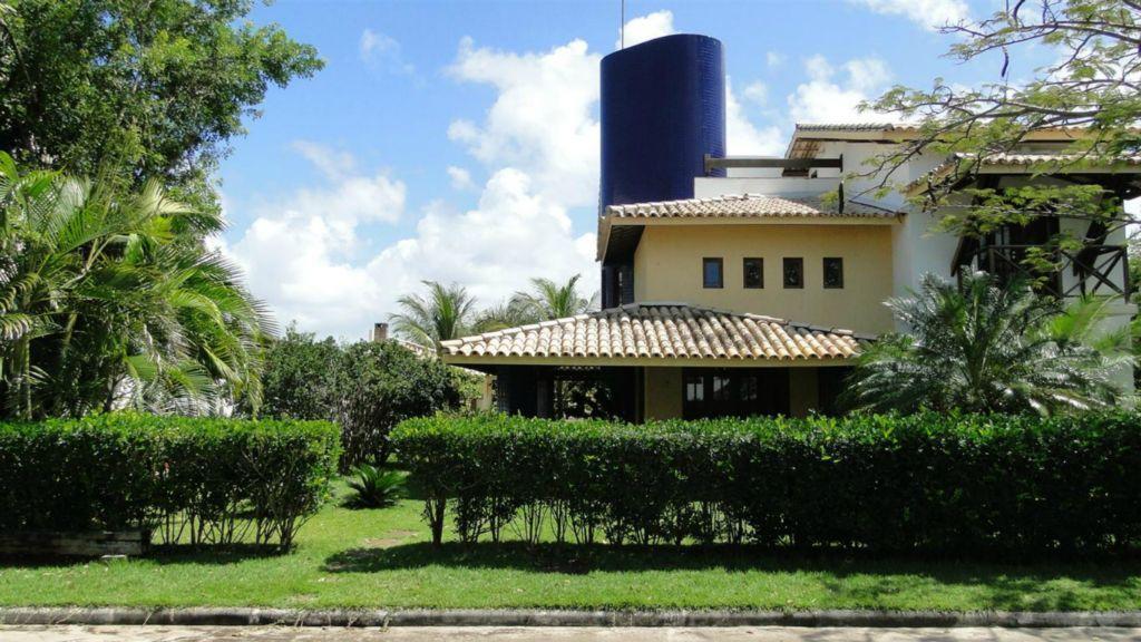 Casa 4/4 com ar - Piscina - Churrasqueira a 300 metros do mar