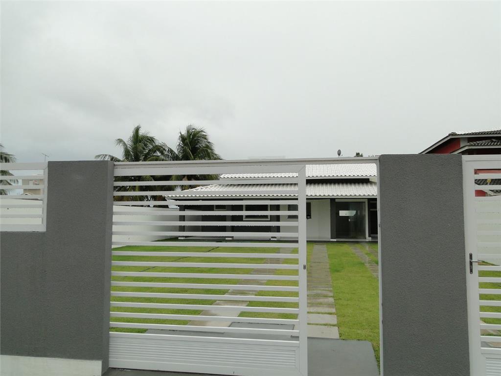 Casa Nova à venda, 3 suítes e piscina!
