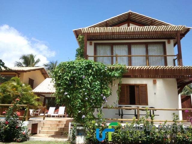linda casa em praia do forte-ba localizada no condomínio porto das baleias, com vista mar.a casa...