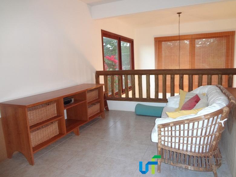linda casa localizada no condomínio porto das baleias.dispõe de 5 suítes completas ( sendo 2 no...