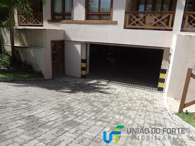 **apartamento duplex, localizado no condomínio porto praia do forte, ao lado do projeto tamar. no centro...
