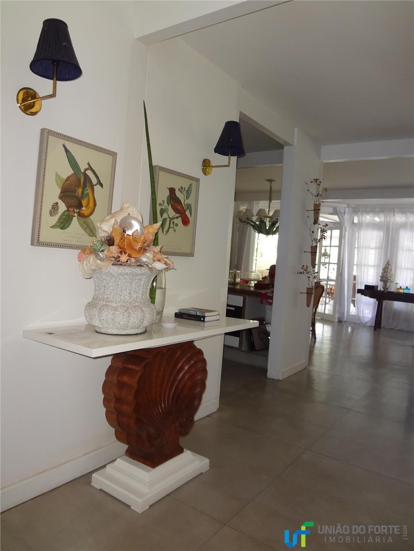 um verdadeiro charme...linda casa com 4 suítes completas, sendo 2 no pavimento térreo e 2 no...