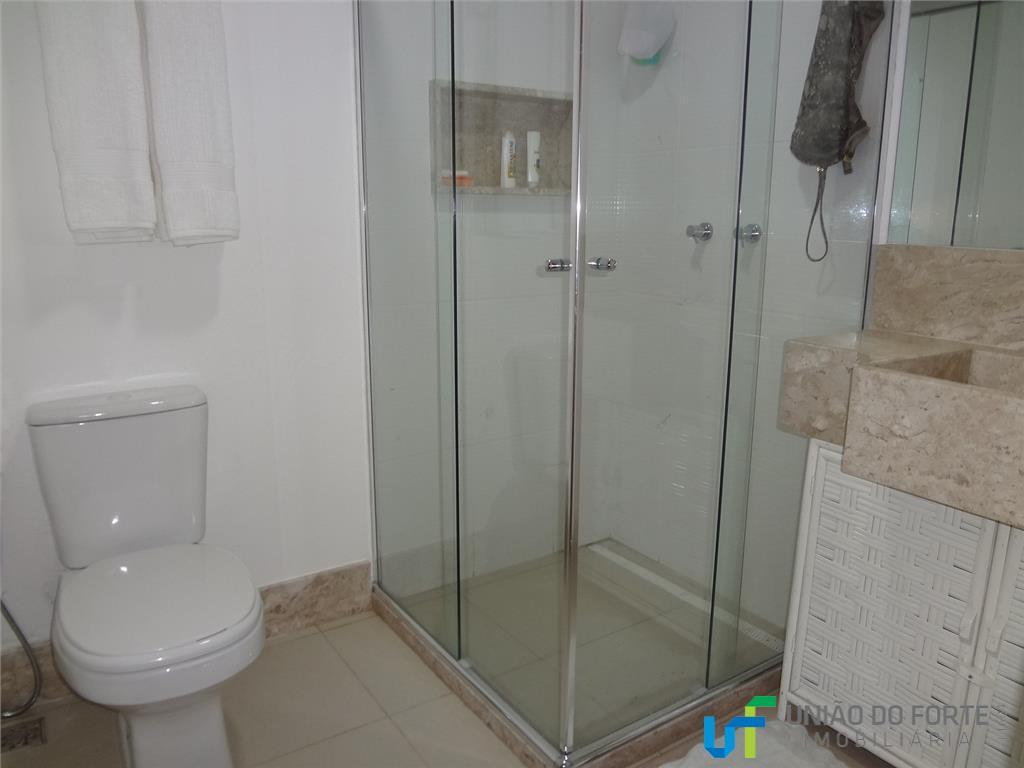 casa com 5 suítes completas, 1 no pavimento térreo e 4 no pavimento superior, lavabo, quarto...