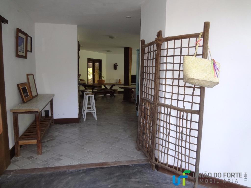 a casa está situada em local privilegiado de praia do forte: no condomínio aldeia dos pescadores....
