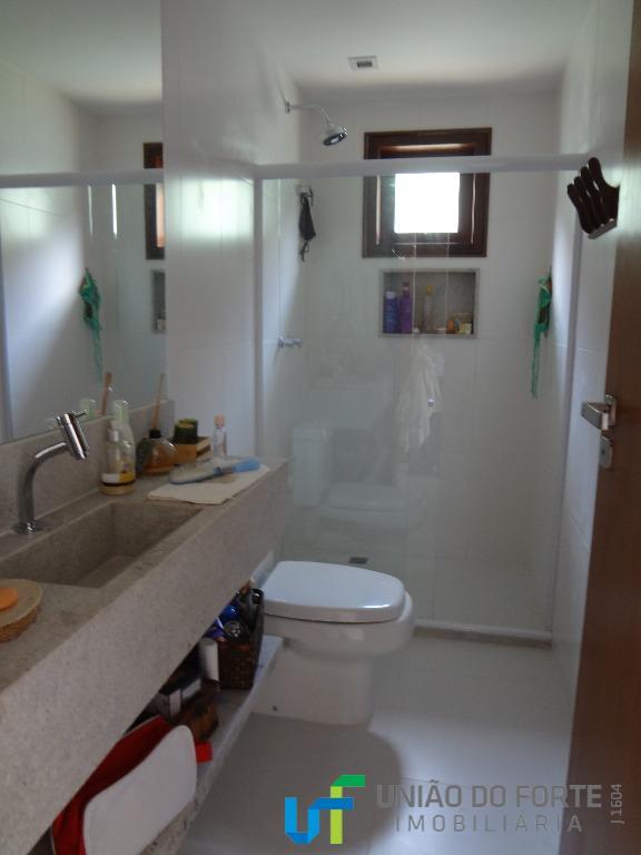 casa com 5 suítes, mais quarto completo para funcionária.nova, com 01 suíte no pavimento térreo e...