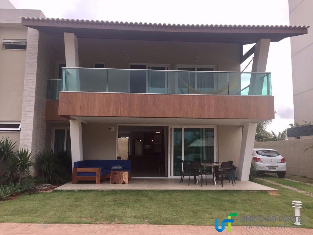 casa nova, duplex, com 4 suítes, sendo 1 no pavimento térreo e duas no pavimento superior...
