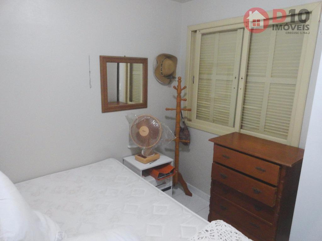 - poucos metros da praia- localização privilegiada- área nobre em baln. arroio do silvaapenas 01 dormitórios,...