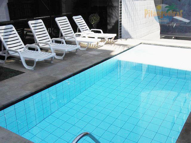 Praia de Pitangueiras - Amplo apartamento com 140 m² úteis - 70 metros do mar - 2 garagens - Ótimo lazer - *Locação Anual*.