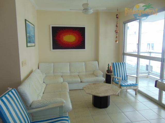 Praia de Pitangueira, uma quadra do mar, local nobre, 2 garagens, 120 m² de área útil.
