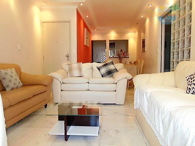 Pitangueiras, lindo apartamento reformado e decorado, 100 m² úteis e garagem.