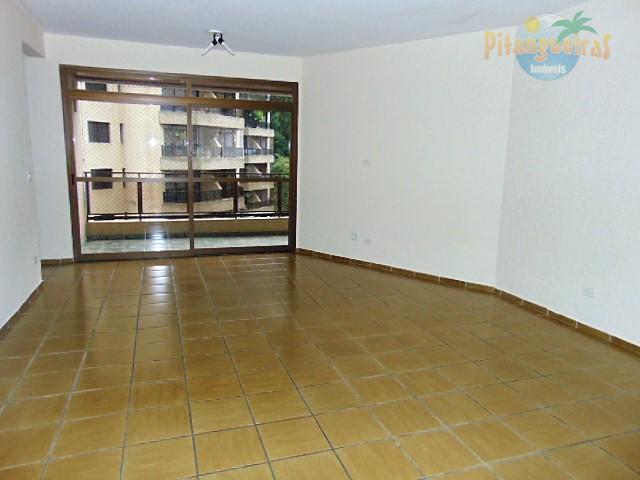 Pitangueiras, local nobre, com área de lazer, 2 vagas, 160 m² úteis.