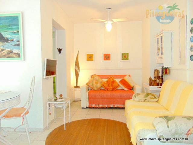 Pitangueiras - Uma quadra do mar - garagem no prédio - 50 m² úteis.