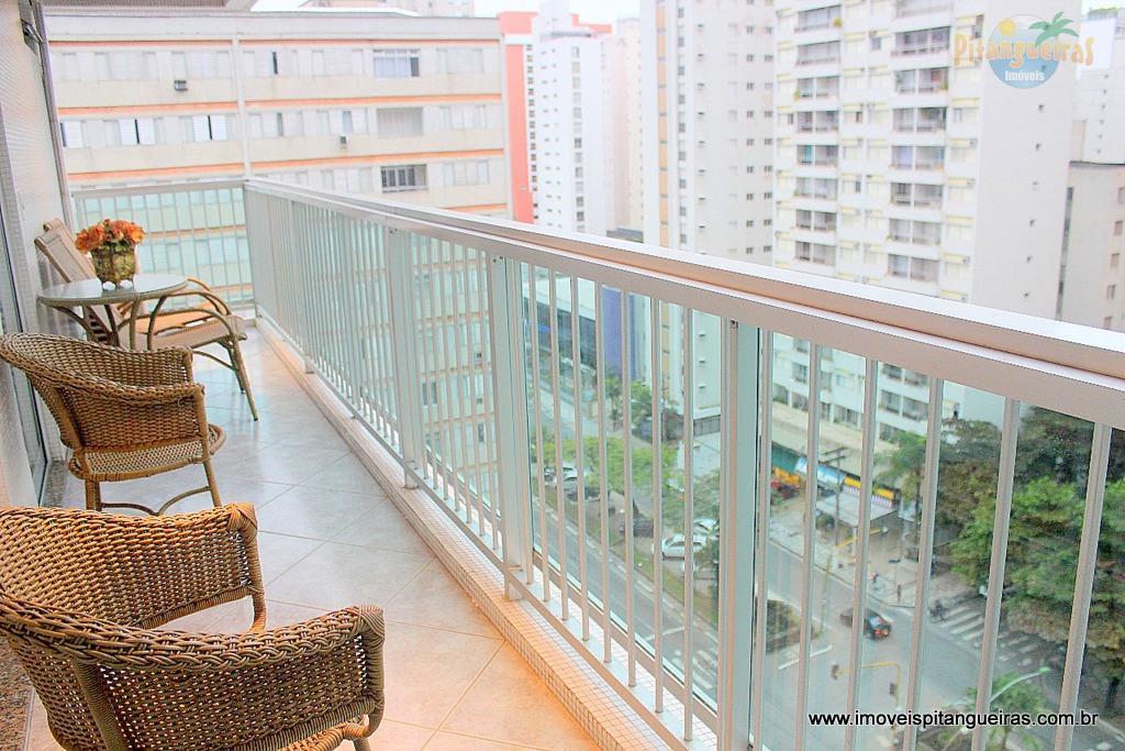 Pitangueiras - Lindo apartamento, duas quadras da praia - Excelente localização - 02 vagas.