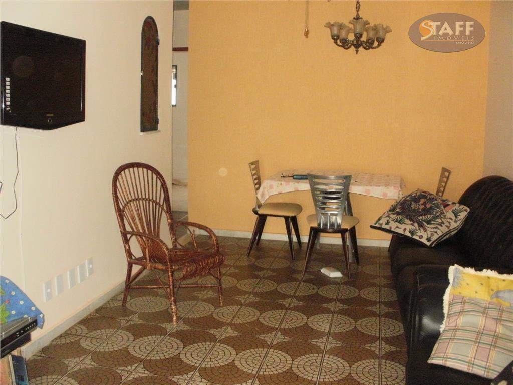 ótima em condomínio. casa com: sala, ampla cozinha, área de serviços, três quartos, sendo um suite,...