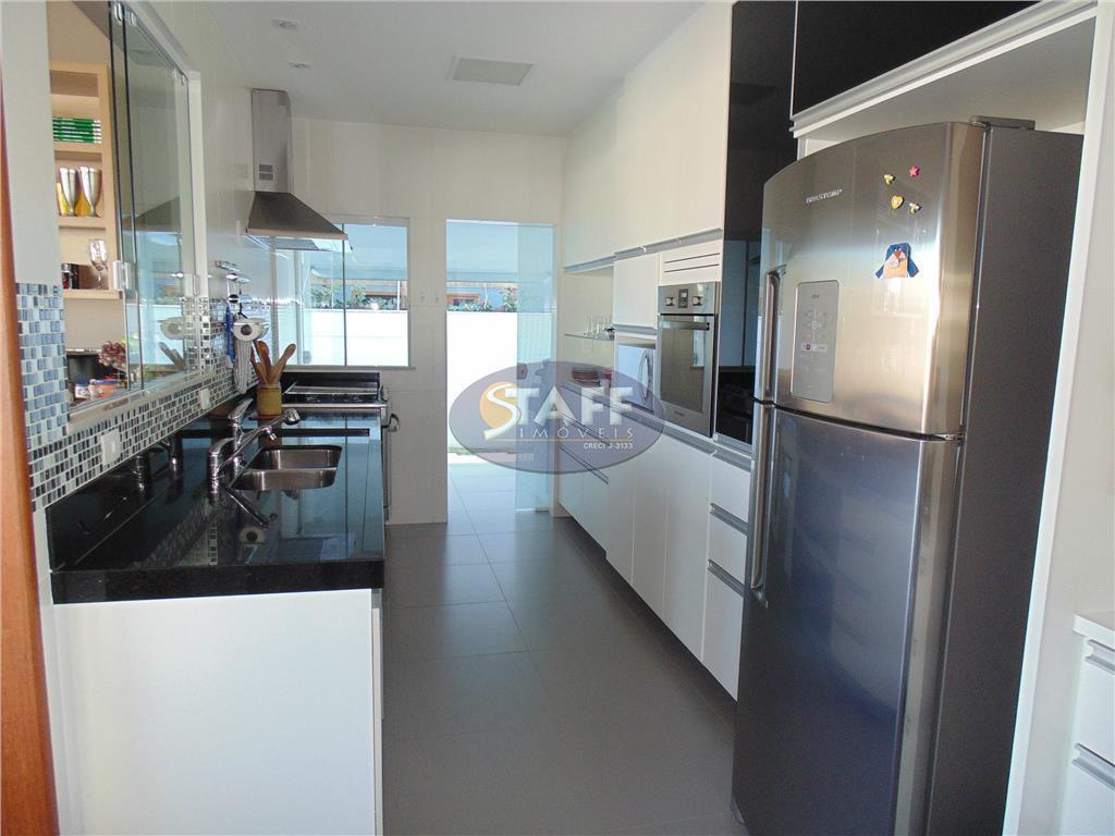 belíssima casa independente linear composta de sala de estar e refeições com 50 m², suíte principal...