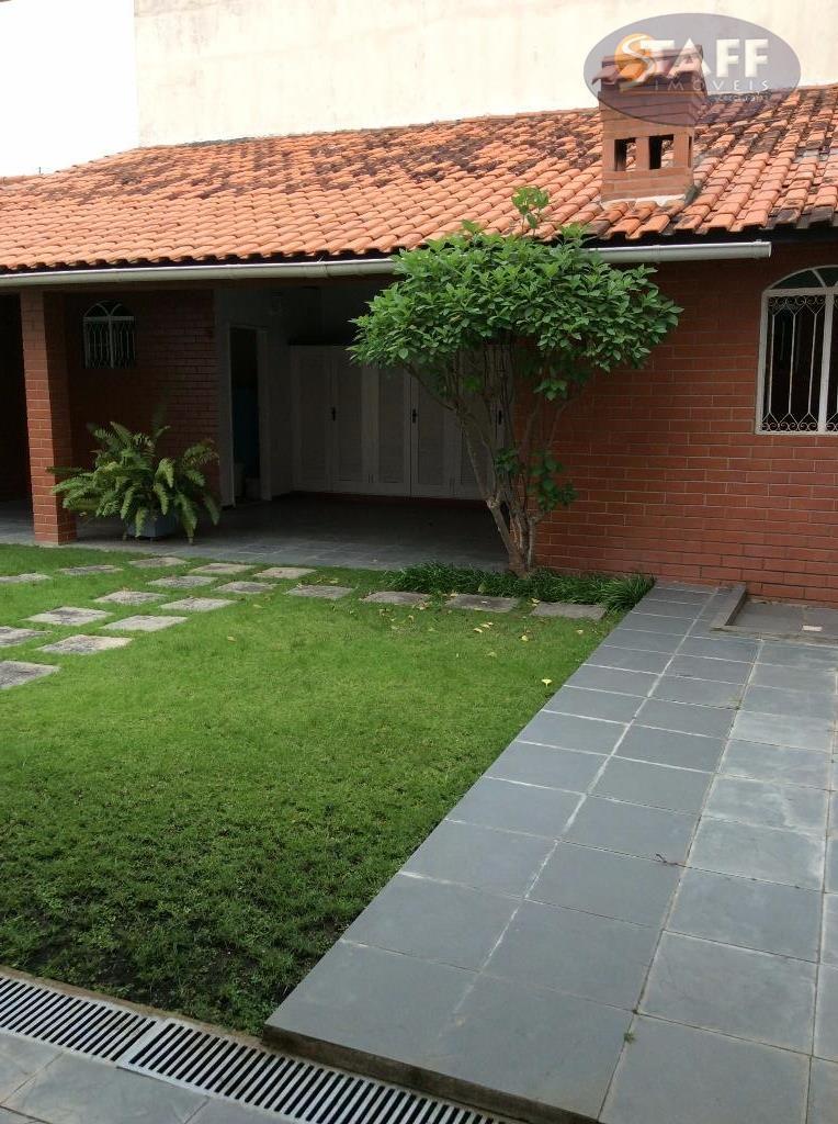 ótima casa ,com sala,cozinha, quatro quartos ,sendo dois suítes,três banheiros, garagem coberta ,para quatro carros, mais...