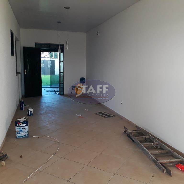 casa independente com 3 quartos, sala dois ambientes, cozinha, banheiro social, varandão de frente fechado com...