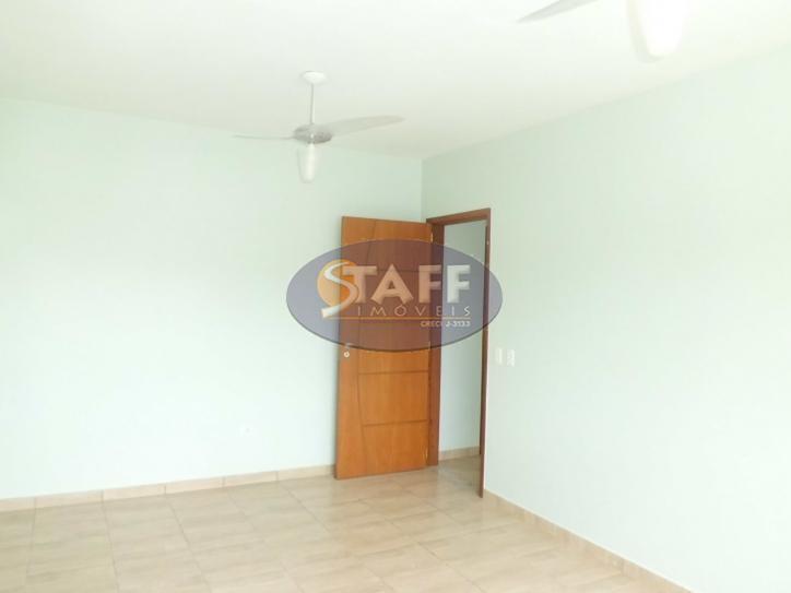 belíssima casa, muito ampla, terreno com cerca de 300m², possui 200m² de área construída, dois andares,...