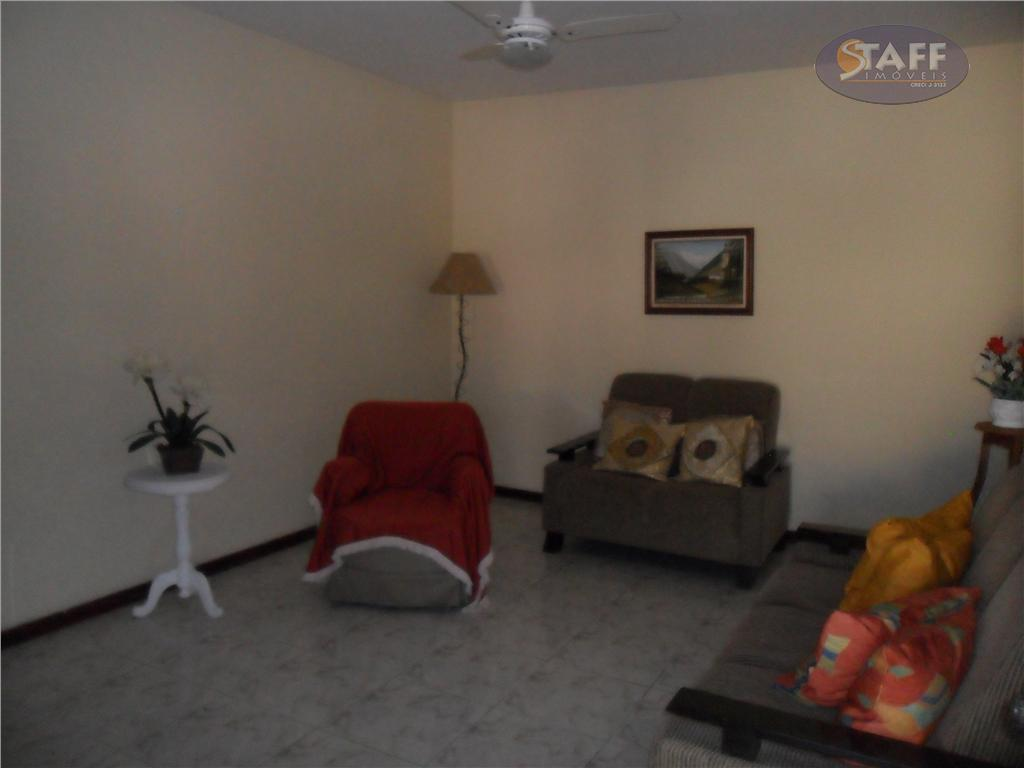 ótima casa em condomínio,construção própria com estrutura. casa com três quartos, sendo um suíte, ampla cozinha,...