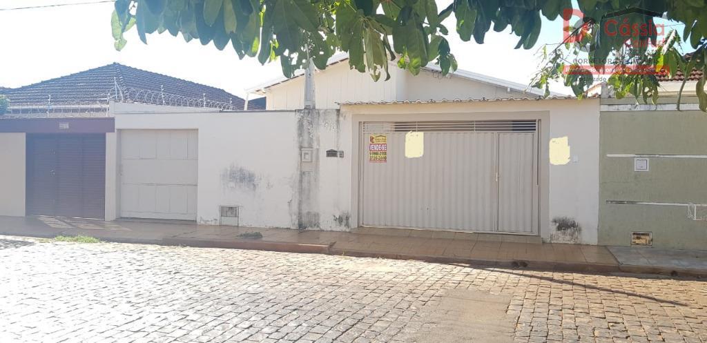 Casa com 4 dormitórios à venda, 200 m² por R$ 300.000 - Centro - Ituverava/SP