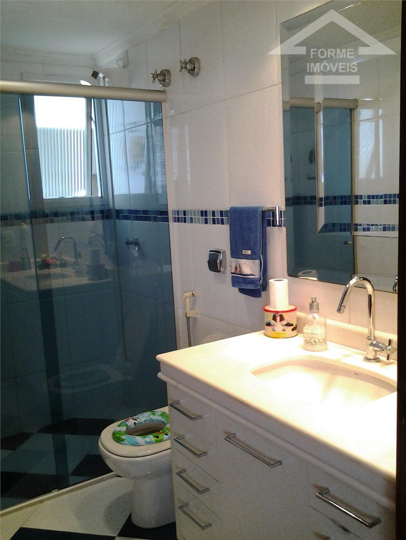 apartamento com 3 dorms, sendo 1 suíte. sala 2 ambientes, cozinha, lavanderia, wc social. 2 vagas...