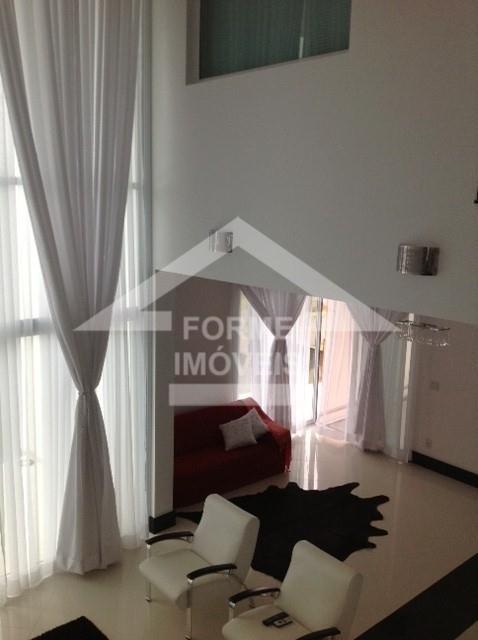 sobrado com três dormitórios, uma suíte com closet e ampla sacada; solarium ao lado de uma...
