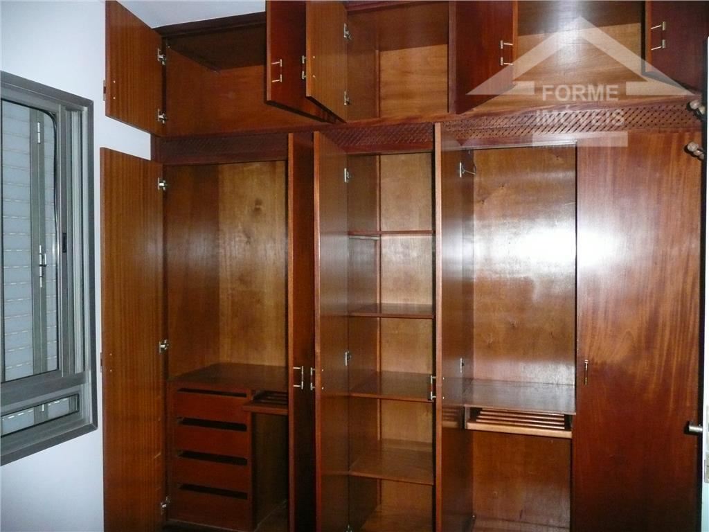 apto com sala piso taco e sacada,cozinha planejada,área de serviço,wc de empregada,wc social,2 dormitórios com armários...