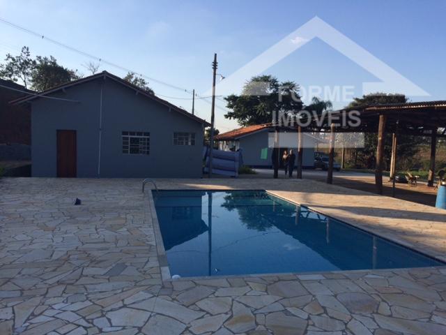 terreno com 2.900m2, com duas casas, barracão e piscina, cada casa com 2 dormitórios, 1 sala,...