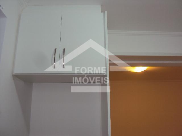novo, desocupado, repleto de armários, sala ampla com varanda, cozinha planejada com passa prato, lavanderia com...