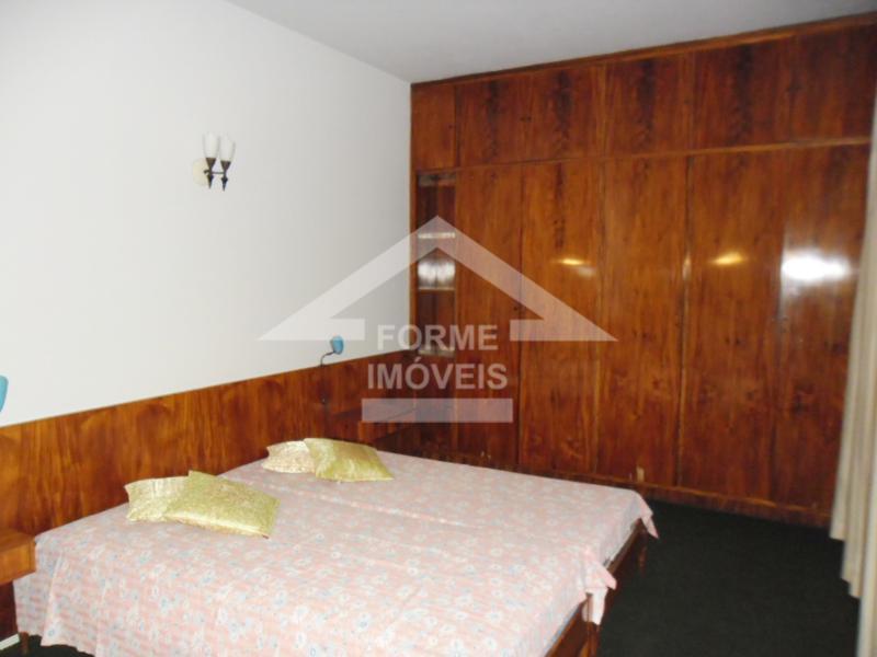 apartamento no centro da cidade - hall de entrada, sala 02 ambientes, 02 dormitórios com armários,...