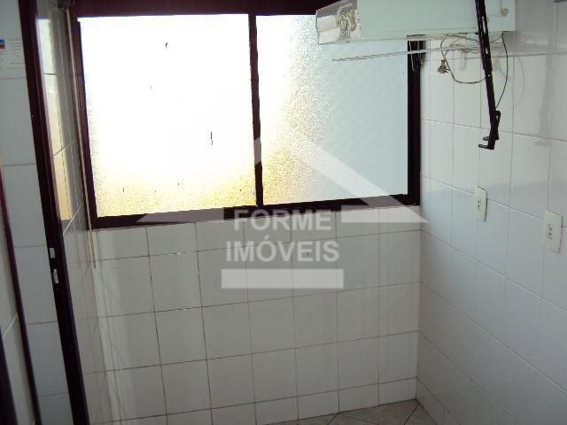apto 03 dormitórios,sendo 1 suite, com armários, piso frio,sala 02 ambientes com sacada, cozinha armários planejados,...