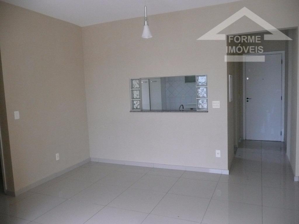 ótimo apartamento todo em piso porcelanato, com sala para 2 ambientes, cozinha planejada, 1 wc social,...