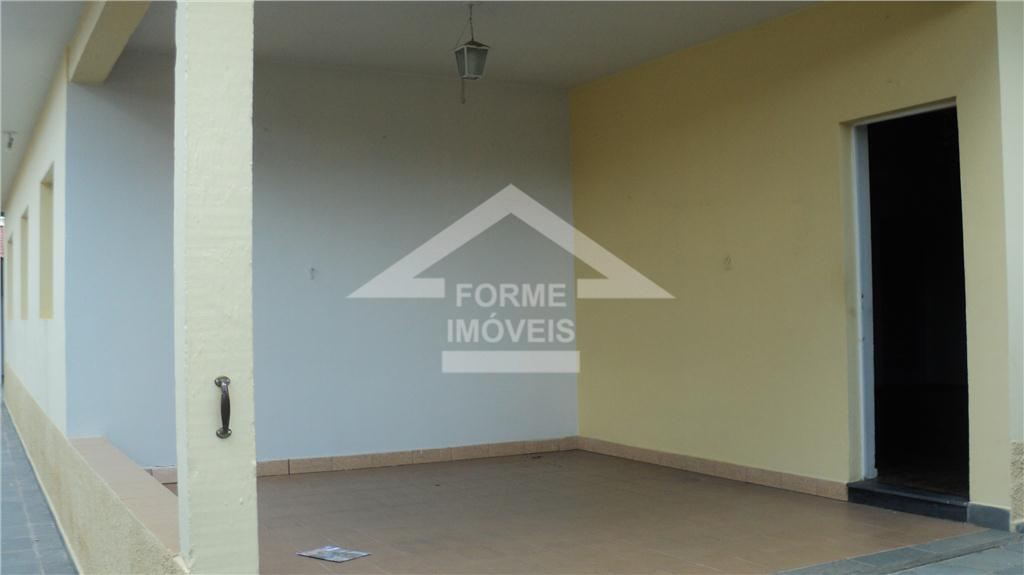 casa térrea,com quatro dormitórios,sendo duas suítes,sala ampla,trés ambientes,cozinha ampla com despensa ,edicula com suite e sala...