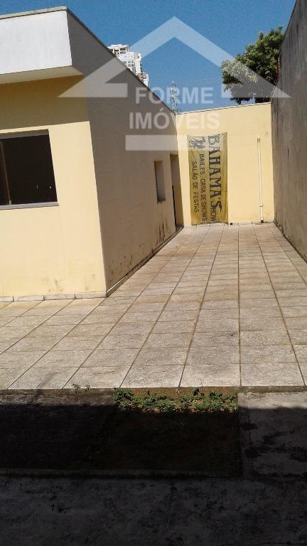 casa para fins comerciais, em bom estado ,salas grandes , bom quintal , fácil acesso com...