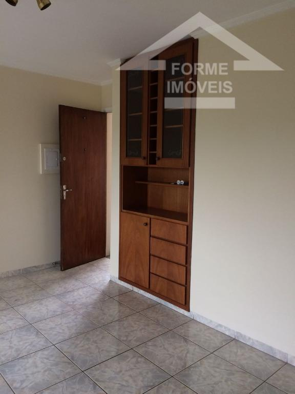 apto com boa localização e bem conservado.3 quartos sendo uma suite, prédio com 3 andares com...