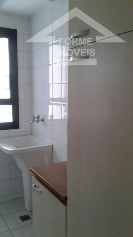 sala 2 ambientes com sacada, 3 dorms. sendo 1 suite, (não tem armários em nenhum dormitório),...