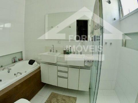 casa toda mobiliada para locação em condomínio fechado de alto padrão com 2 andares. 3 suítes,...