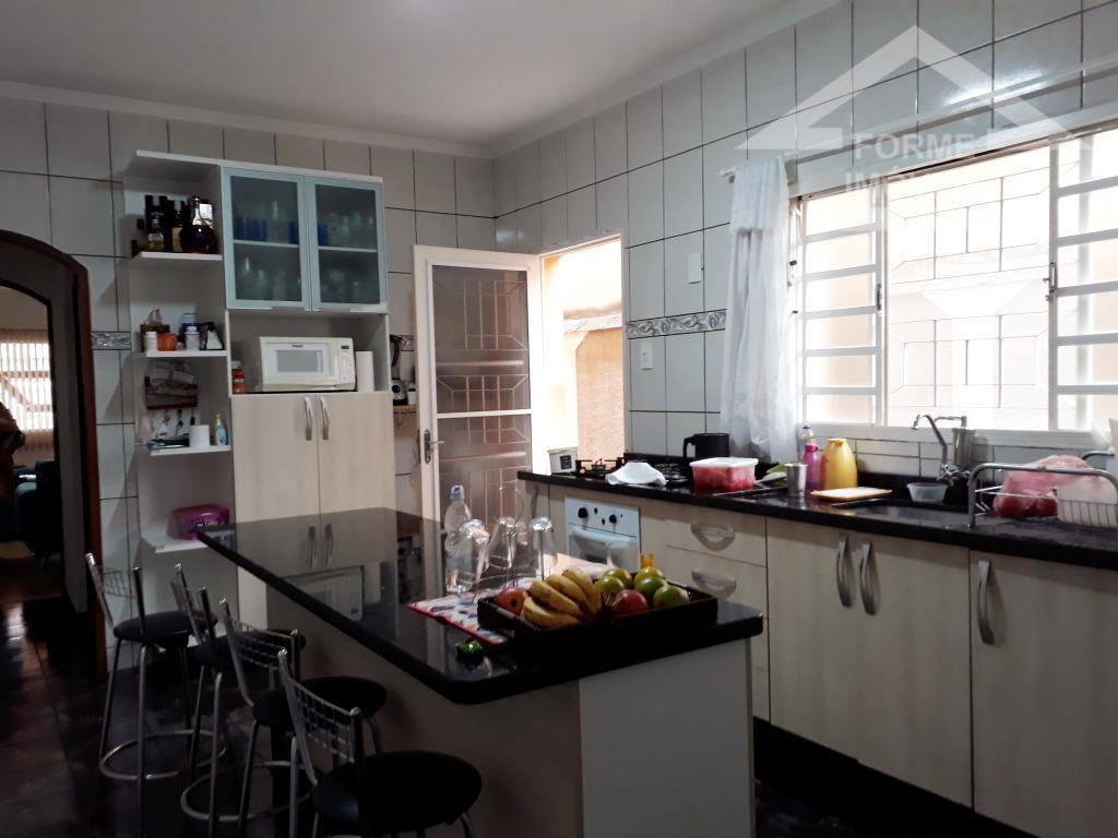 sobrado, sala ampla para 2 ambientes, banheiro social completo, cozinha ampla com armários e balcão com...