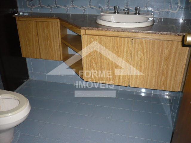 ótimo apartamento, 3 dorms, sendo 1 suíte, 3 salas, lavabo, escritório, cozinha, lavanderia, wc de empregada....
