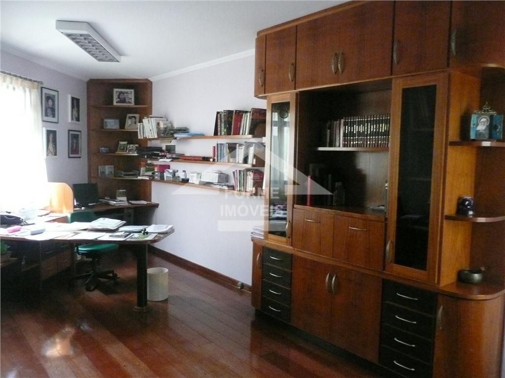excelente casa em 3 níveis nível inferior: garagem para 3 carros, banheiro, escritório e adega. nível...