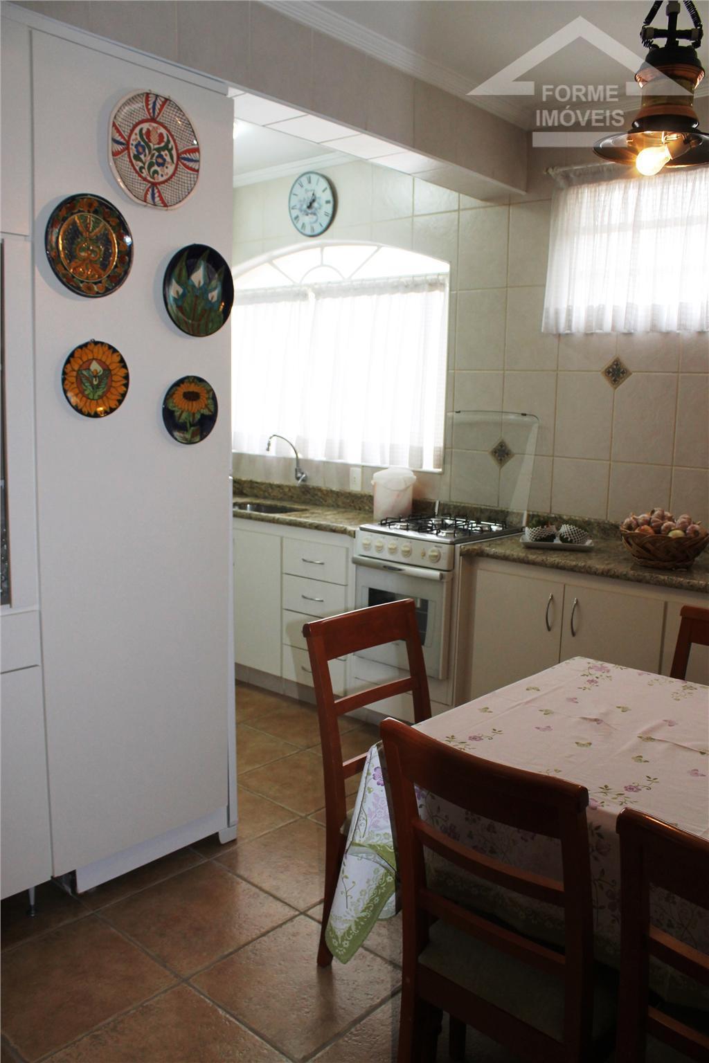 ótimo apto com sala ampla e sacada, 3 dormitórios com armários, 1 wc social, cozinha com...