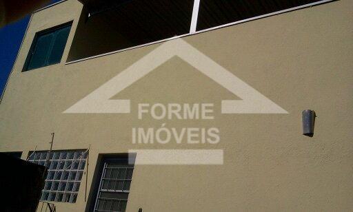 casa em boa localização, com possibilidade de ser comercial.duas casa: a de cima tem dois quartos,...