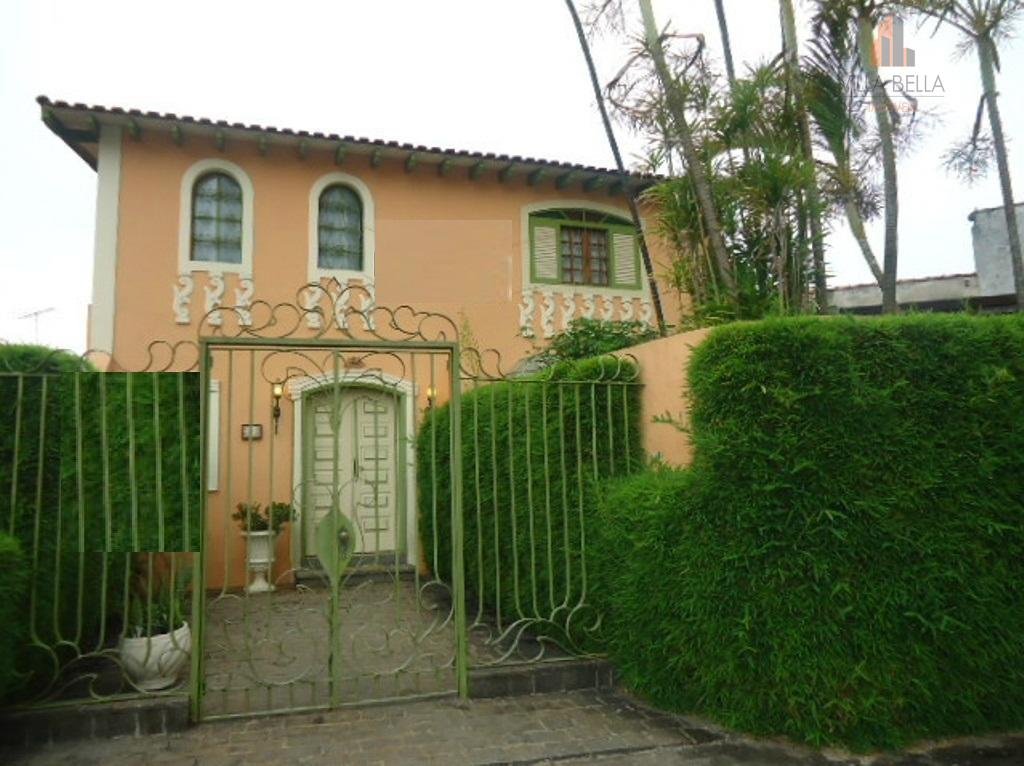Lindíssima casa, com ótimo acabamento, em local privilegiado!!!