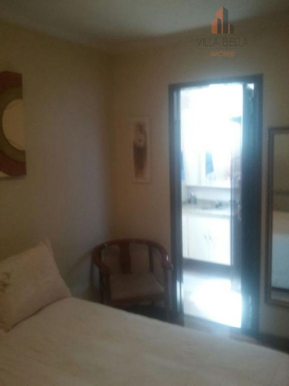 ótimo apartamento em localização privilegiada do centro da cidade, toda gama de comércios a sua porta...