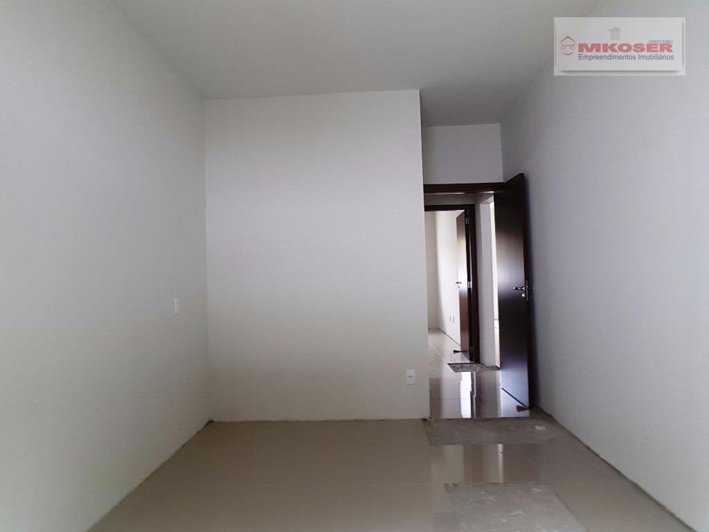 casa com acabamento fino, piso em porcelanato em todos os cômodos. todas as dependências amplas e...