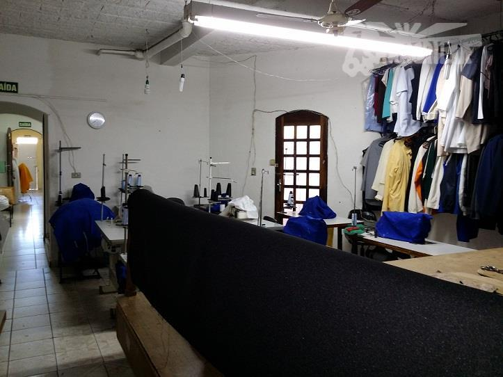 sobrado (hoje comercial, funciona uma confecção), área do terreno 162,00 m², dimensão 5,40 x 30,00 metros,...