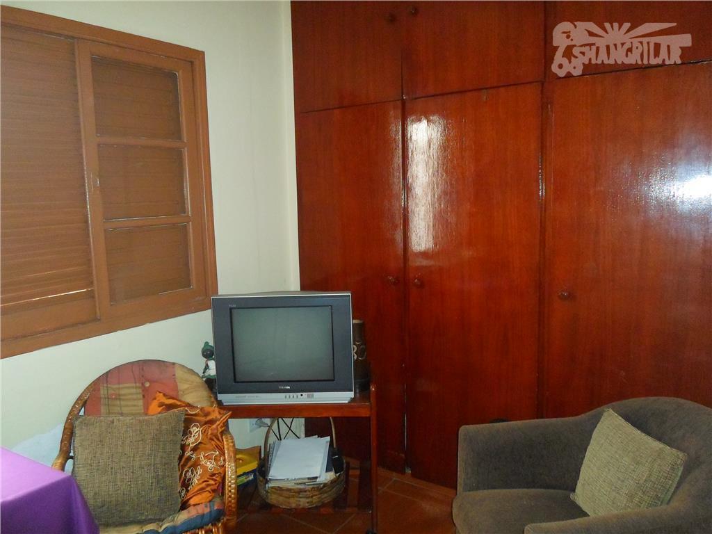 piraporinha, casa com sobrado nos fundos. parte da frente: 2 dormitórios, salas, copa, cozinha 1 banheiro,...